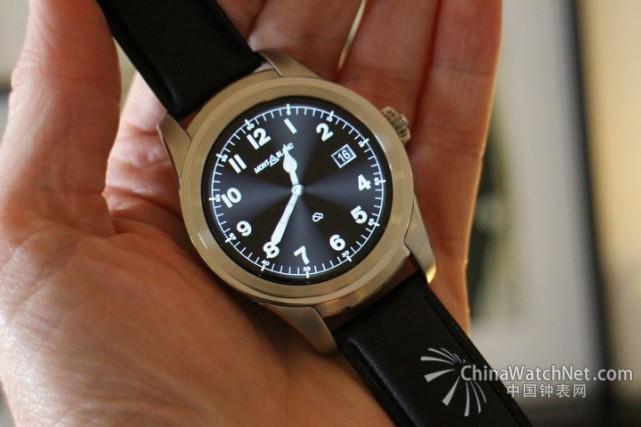 """就在全世界对""""智能手表""""这个产品类别渐渐失去兴趣的时候,德国奢侈品品牌万宝龙给我们带来了惊喜。日前,这家以生产签字笔、皮具和机械手表而闻名的公司推出了一款名为万宝龙"""