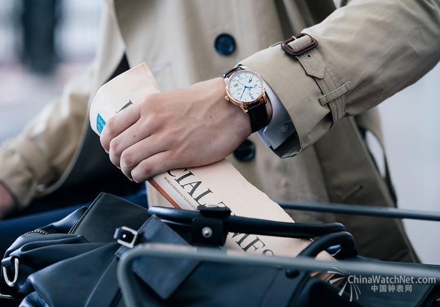 贯彻传承创新精神的格拉苏蒂原创从未停止探索,于2017年发布了令人振奋的全新耀世之作——Senator Excellence Perpetual Calendar议员卓越万年历腕表,令议员卓越系列再披荣光